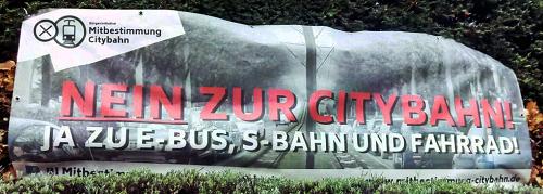 """Wahlplakat der Bürgerinitiative gegen die Citybahn """"NEIN ZUR CITYBAHN JA ZU E-BUS, S-BAHN UND FAHRRAD!"""""""